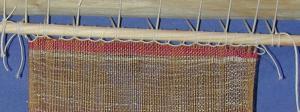 Ανακατασκευή υφάσματος της κλασικής εποχής από τα Καλύβια Αττικής. Φωτογραφία Σ. Σπαντιδάκη.
